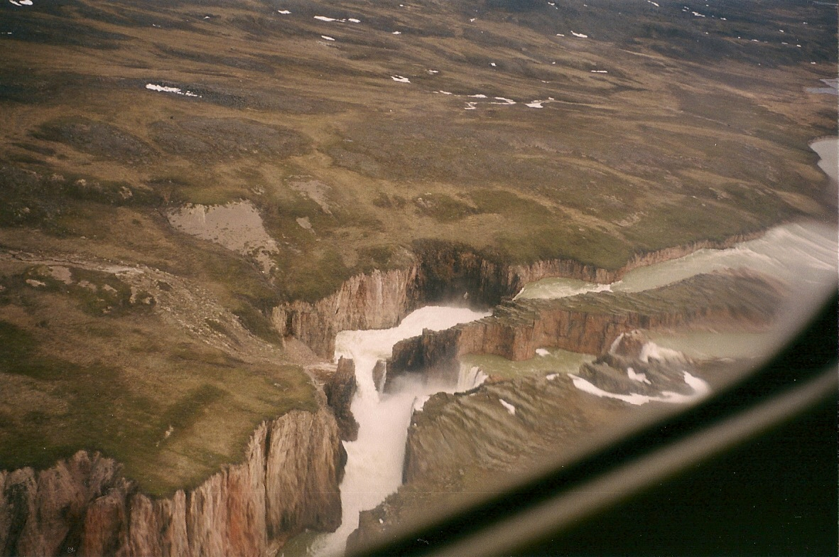 Download the full-sized image of Wilberforce Falls, Hood River, Nunavut -- photograph