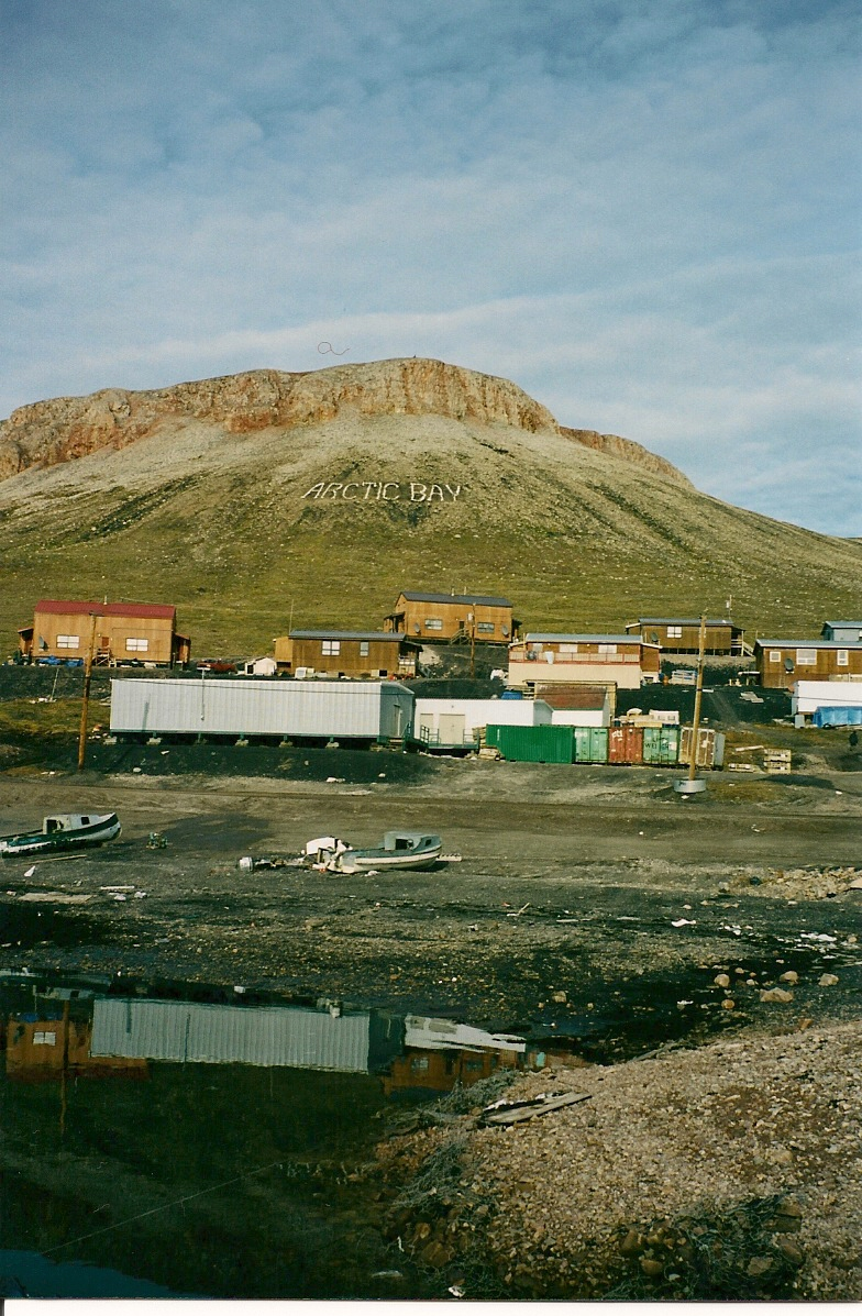 Download the full-sized image of Arctic Bay, Nunavut -- photograph